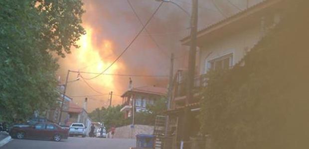 Ολονύχτια η μάχη με τις φλόγες στη Βόρεια Εύβοια