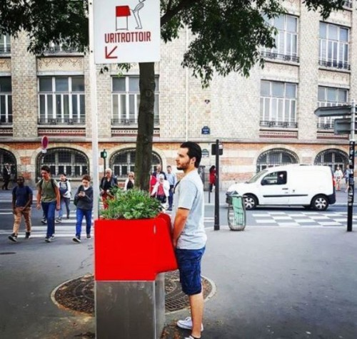 Οργή στο Παρίσι για τα νέα, ανοιχτά ουρητήρια