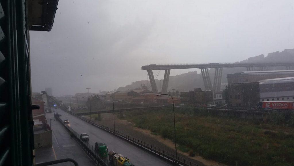 Ιταλία: Κατέρρευσε γέφυρα στη Γένοβα -Tουλάχιστον 11 νεκροί (φωτο+βίντεο)
