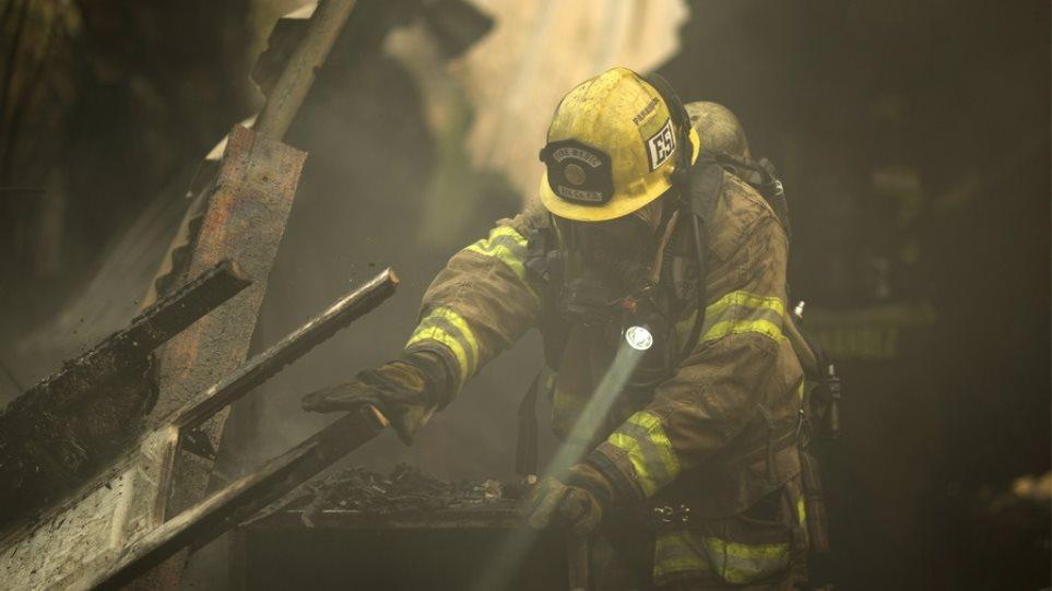 Νεκρός ένας πυροσβέστης στην πυρκαγιά «τέρας» στην Καλιφόρνια
