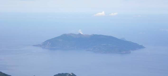Φόβοι για ισχυρή ηφαιστειακή έκρηξη σε νησί της Ιαπωνίας