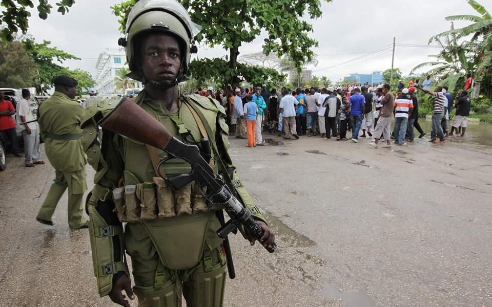 Χειροπέδες σε ολόκληρο χωριό 1600 κατοίκων θα βάλει η αστυνομία στην Τανζανία