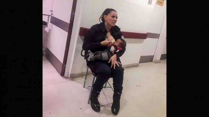 Αστυνομικός στην Αργεντινή θηλάζει εγκαταλελειμμένο μωρό που κλαίει μέσα σε νοσοκομείο