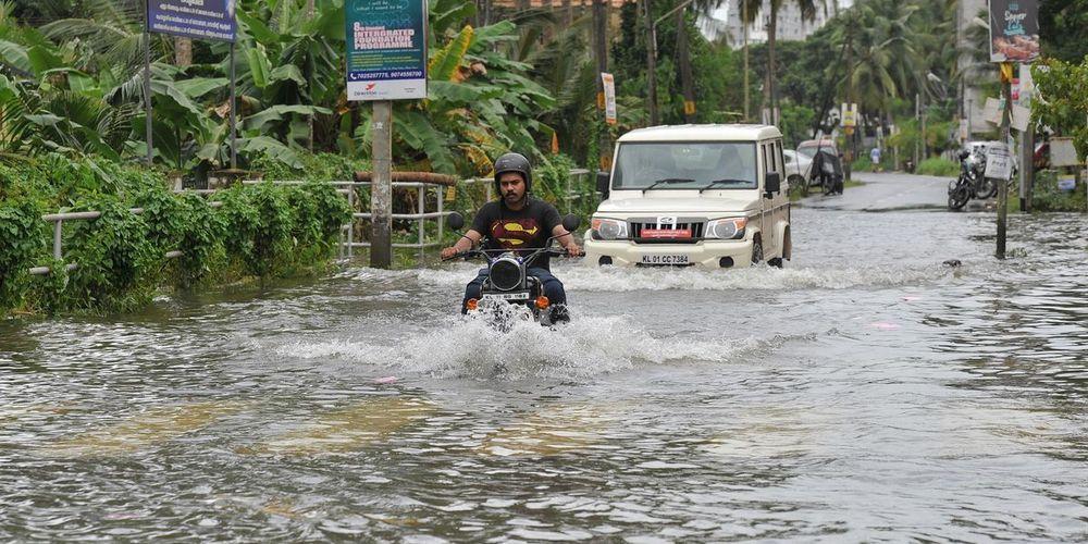 Πλημμύρες στην Ινδία: Στους 370 οι νεκροί - Στους 700.000 οι εκτοπισμένοι