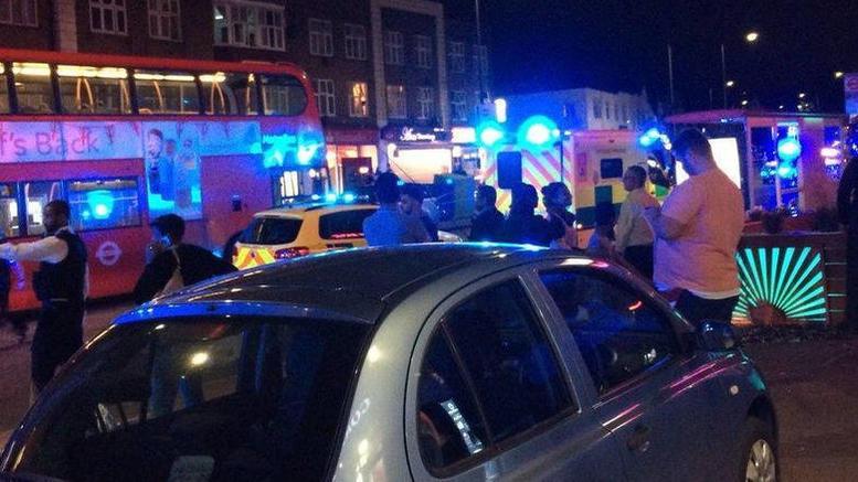 Τρεις τραυματίες από σφαίρες έξω από τον σταθμό Κίνγκσμπερι στο Λονδίνο
