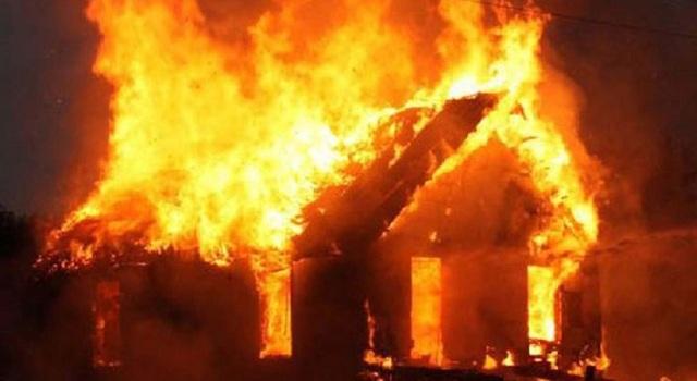 Πυρκαγιά έκαψε τα ξημερώματα μονοκατοικία στα Φάρσαλα [φωτό]
