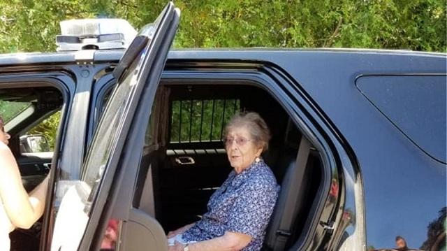 ΗΠΑ: Συνέλαβαν 93χρονη επίτηδες και ήταν δώρο γενεθλίων (εικόνες)
