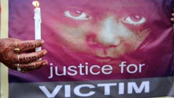 Σε θάνατο οι 2 βιαστές για τον ομαδικό βιασμό 8χρονου κοριτσιού στην Ινδία