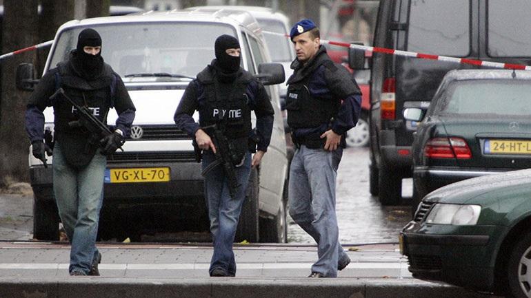 Ολλανδία: Άνδρας σκοτώθηκε ρίχνοντας αυτοκίνητο με φιάλες αερίου στο δημαρχείο της πόλης Μπέμελ