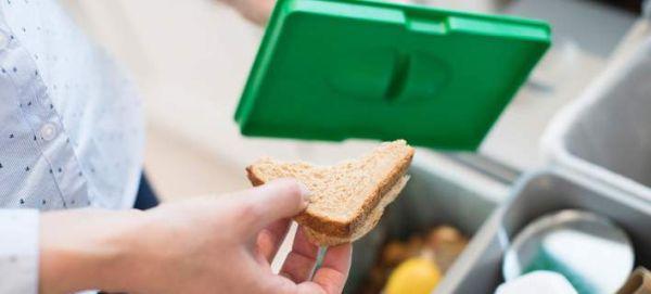 Μελέτη: Πάνω από 2 δισ. τόνοι τρόφιμα θα πετιούνται στα σκουπίδια ετησίως μέχρι το 2030