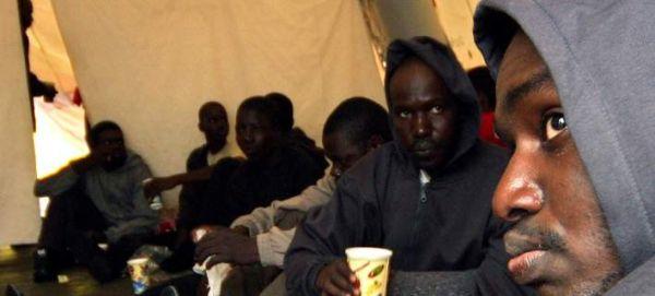 Διάσωση 100 μεταναστών από το Πολεμικό Ναυτικό της Μάλτας - Ανασύρθηκαν και δύο σοροί