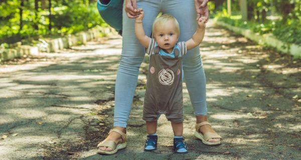 Νηπιαγωγός ζήτησε από γονείς να ντύνουν την κόρη τους πιο «κοριτσίστικα» και η αντίδρασή τους έγινε viral