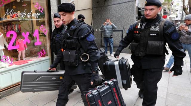 «Ντου» της αστυνομίας στο σπίτι της πρώην προέδρου της Αργεντινής [εικόνες]