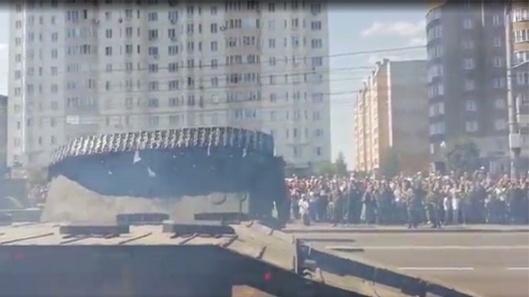 Ρωσία: Τεθωρακισμένο ανατρέπεται μετά το τέλος της παρέλασης