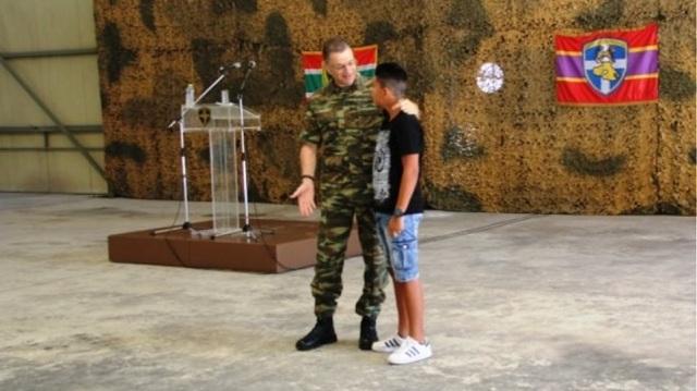 Ο αρχηγός ΓΕΣ βράβευσε 14χρονο που έσωσε λουόμενο