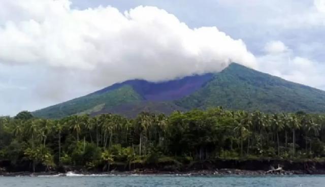 Eκρηξη ηφαιστείου στην Παπούα: Χιλιάδες έφυγαν από τα σπίτια τους [βίντεο]