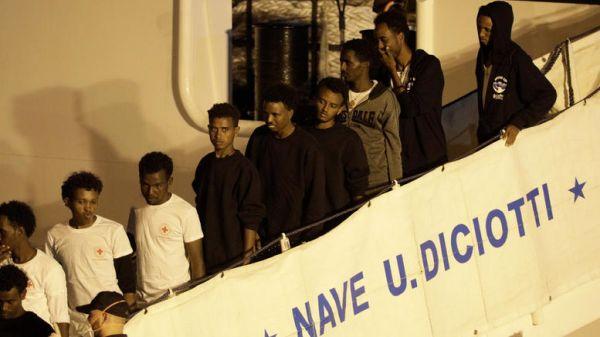 Tέλος στην οδύσσεια των μεταναστών - Εισαγγελέας για Σαλβίνι