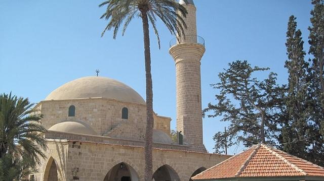 Στο τέμενος Χαλά Σουλτάν στη Λάρνακα 350 Τουρκοκύπριοι για το μπαϊράμι