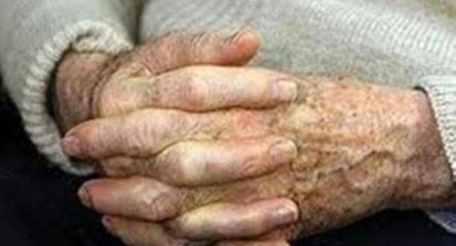 Χειροπέδες σε 80χρονο για κατοχή συσκευασιών με χασίς
