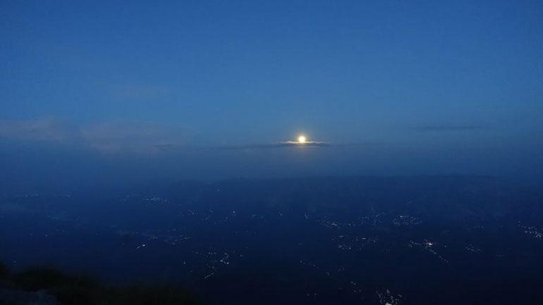 Ανέβηκαν στην ψηλότερη κορυφή των Τζουμέρκων για την πανσέληνο [εικόνες]
