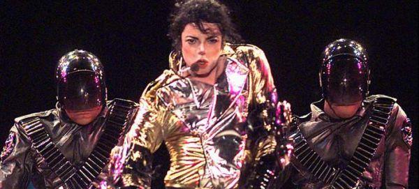 Ο Μάικλ Τζάκσον βγάζει περισσότερα τώρα παρά όταν ήταν ζωντανός