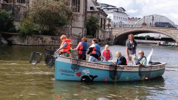 Άμστερνταμ: τουρισμός και ψάρεμα πλαστικού στα κανάλια