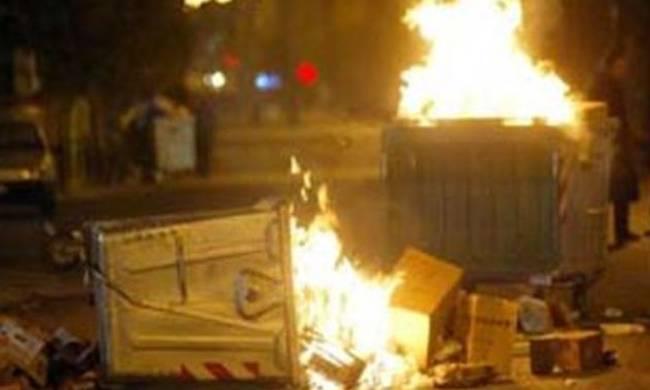 Εβαζαν φωτιά τα ξημερώματα σε κάδους στη Νέα Ιωνία