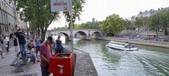 Κατακραυγή για τα υπαίθρια ουρητήρια του Μακρόν στο Παρίσι -Καμία διακριτικότητα [βίντεο]