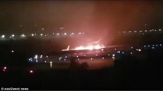 Διάσωση-θαύμα 170 ανθρώπων από φλεγόμενο αεροσκάφος στη Ρωσία [βίντεο]
