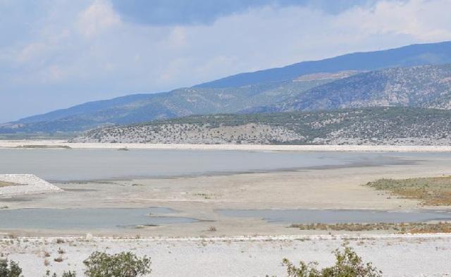 Aπαγόρευση αλιείας στη λίμνη Κάρλα