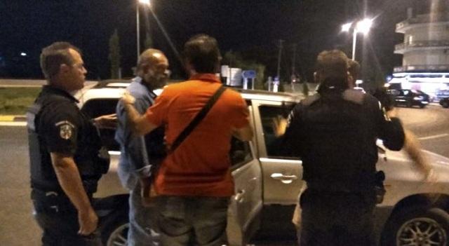 Συνέλαβαν στελέχη του ΚΚΕ στη Λάρισα για παράνομη αφισοκόλληση και αναγραφή συνθημάτων [εικόνες]