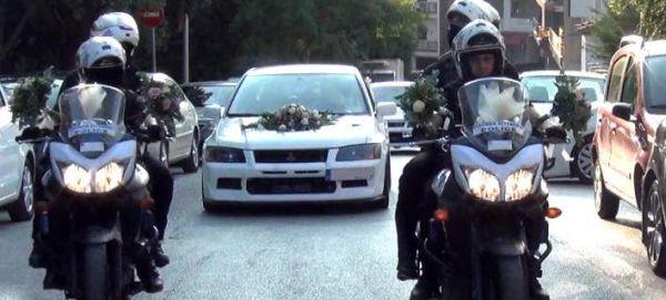 Κοζάνη: Η νύφη έφτασε στην εκκλησία με μηχανές της ΔΙ.ΑΣ. (βίντεο)