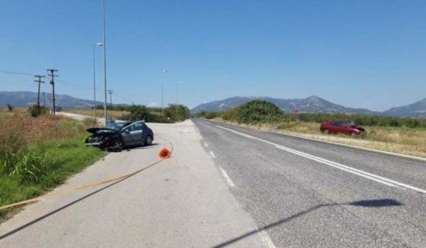 Σφοδρή σύγκρουση οχημάτων στη διασταύρωση Μηλέας, στην Ελασσόνα
