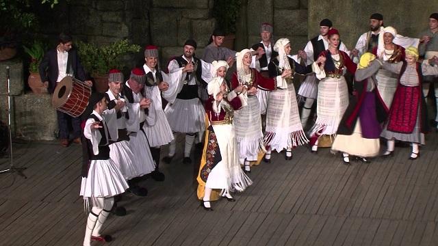 Μαθήματα παραδοσιακών χορών στο Διμήνι