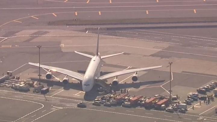 Συναγερμός στο αεροδρόμιο της Νέας Υόρκης: Σε καραντίνα αεροσκάφος της Emirates