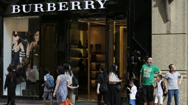 Σταματά τη χρήση αληθινής γούνας ο οίκος Burberry