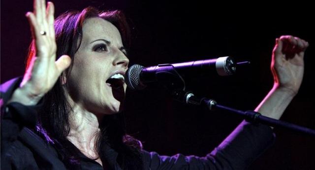 Η τραγουδίστρια των Cranberries πέθανε από πνιγμό. Είχε υποστεί δηλητηρίαση από αλκοόλ