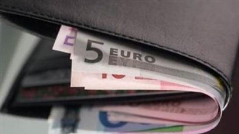 Οδηγός ταξί βρήκε πορτοφόλι γεμάτο λεφτά και το παρέδωσε