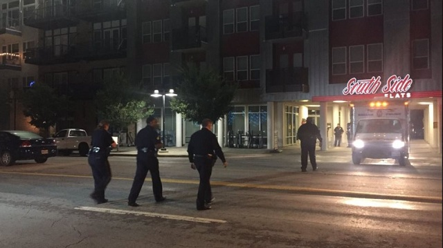 Γυναίκα αστυνομικός μπέρδεψε το... σπίτι της και σκότωσε τον άντρα που βρήκε μέσα!