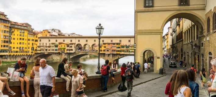 Φλωρεντία: Οι τουρίστες θα πληρώνουν πρόστιμο αν... τρώνε στον δρόμο