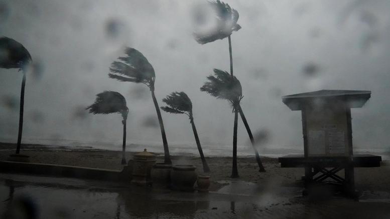 ΗΠΑ: Ο τυφώνας Φλόρενς αναβαθμίστηκε κι απειλεί τρεις πολιτείες