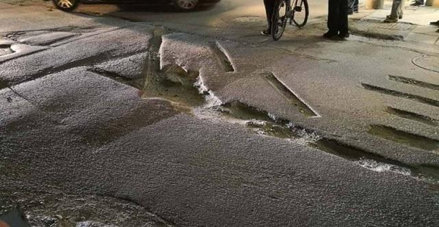 Λαρισαία οδηγός έπεσε σε «τρύπα» από έργα του δήμου [εικόνες]
