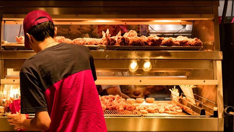 Ευρωπαίοι επιστήμονες: Φάτε λιγότερο κρέας για να κάνετε εξοικονόμηση νερού