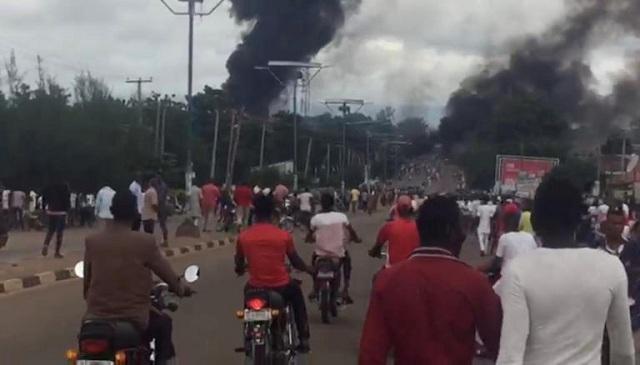 Νιγηρία: Κόλαση και 35 νεκροί από έκρηξη βυτιοφόρου με φυσικό αέριο [pics]