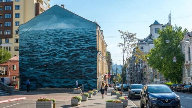 Τρικυμισμένη Μαύρη Θάλασσα σε τοίχο στο Κίεβο