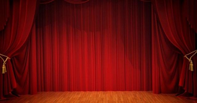 Θεατρικές παραστάσεις μέσω ίντερνετ