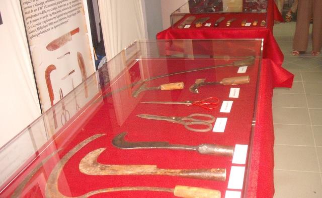 Οπλουργοί και μαχαιράδες: Ζωντανή η ιστορία δύο αιώνων