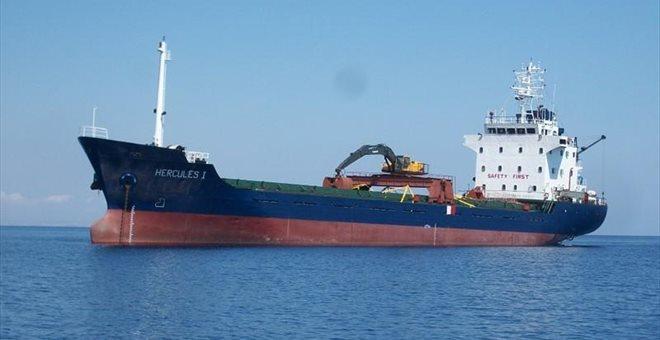 «Εμεινε» στη Σίφνο φορτηγό πλοίο με προορισμό τον Βόλο