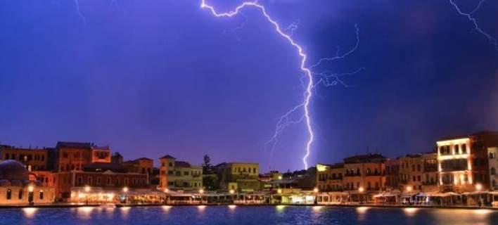 Χορός αστραπών στον ουρανό της Κρήτης. Απότομη αλλαγή του καιρού [εικόνες]