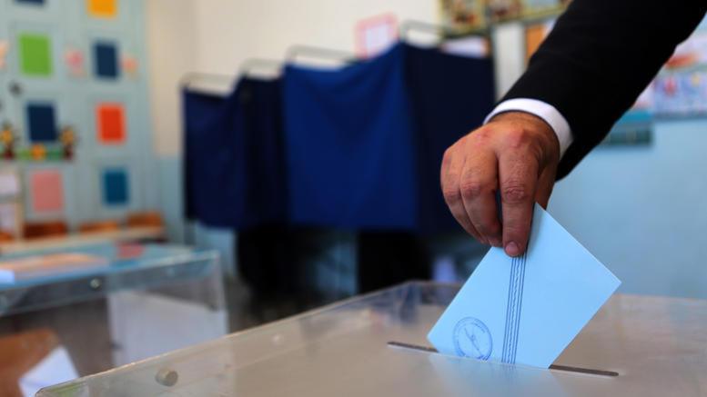 Δημοσκόπηση: Προβάδισμα της ΝΔ - Μειώνεται η ψαλίδα με ΣΥΡΙΖΑ
